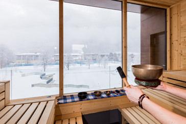 Ausblick von der Sauna auf die winterliche Umgebung