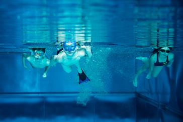Unterwasseraufnahme von Schwimmern